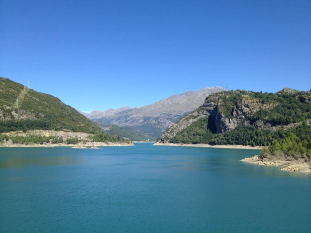 Seriously, its that blue?! WTF lake